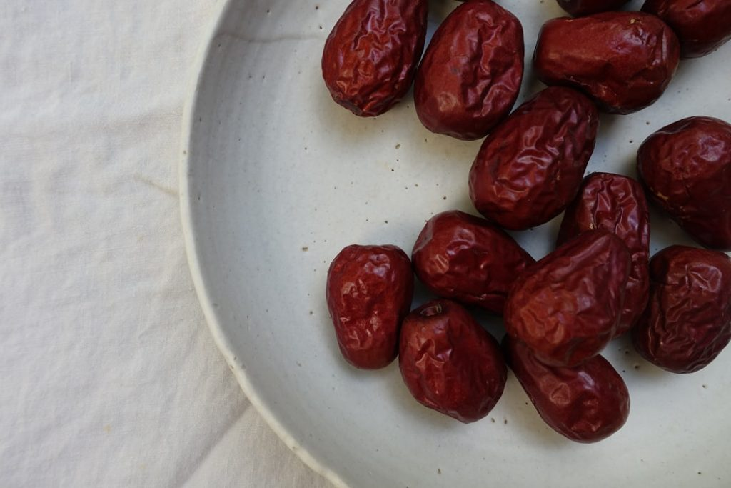 salted caramel energy balls recipe | elika tasker